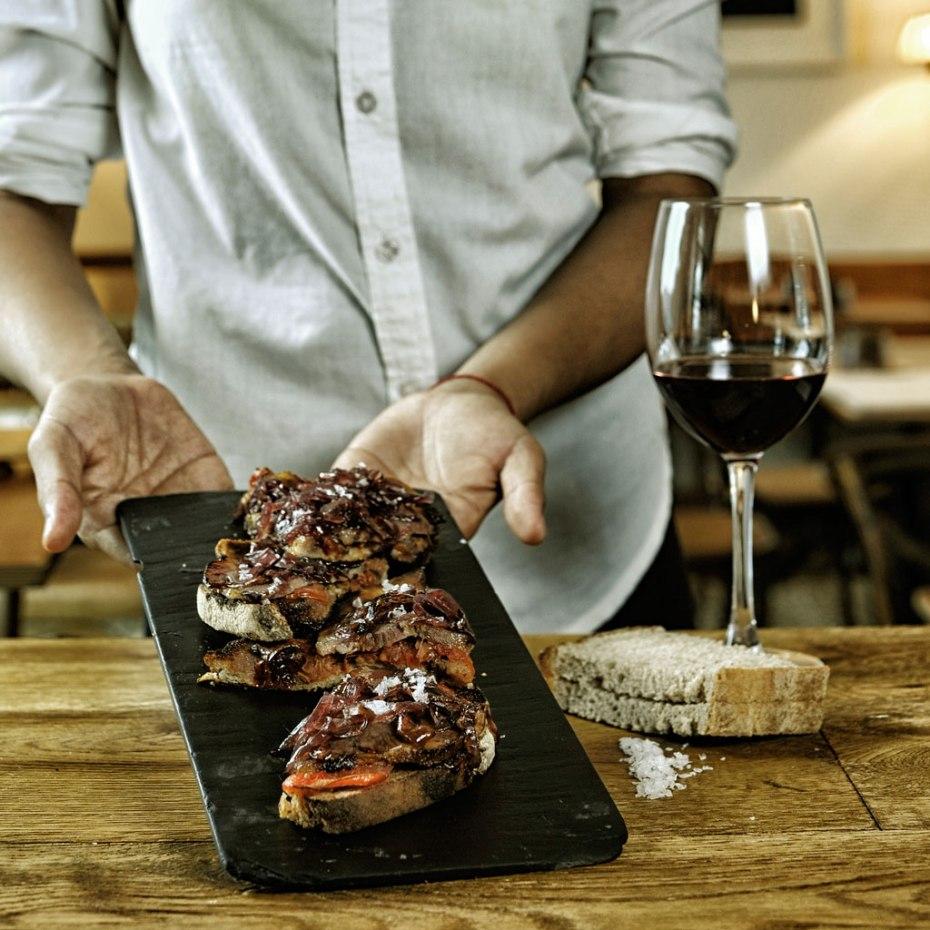 Tosta de carne mechada. Restaurante Petit Comite. Sevilla